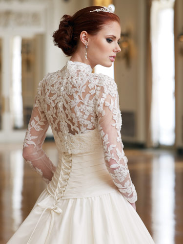Lace Wedding Gowns Different Types Of Laces Dressity